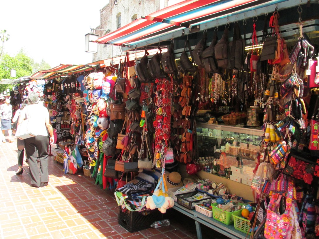 Vendors like these are aplenty along the street promenade as well as numerous cafes and restaurants serving authentic Mexican cuisines.